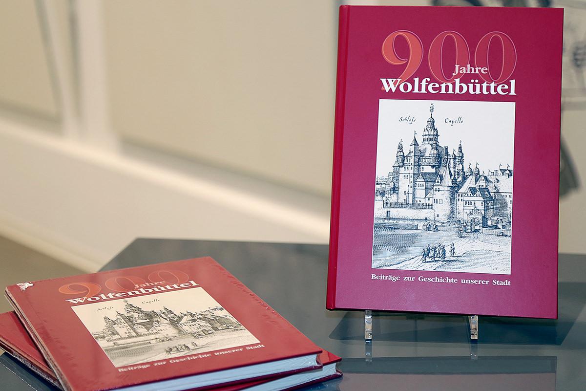 Neun Autoren beschreiben neun Jahrhunderte lebendige Stadtgeschichte