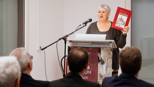 Dr. Sandra Donner bei der Vorstellung des Buches.