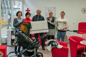 DRK-Aktion: Tafel packt Babytasche
