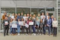 Die glücklichen Gewinner des zweiten Wolfenbütteler Comicpreises mit Tobias Wagner und Dr. Georg Ruppelt (links) und Wilhelm Schmidt, Steffen Maschke, Martin Schickram, Frank Osterhelweg und Christine Gerlach (rechts).