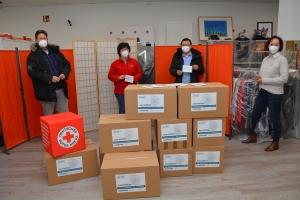 5000 Masken sind schon richtig viele Kartons. Darüber freuten sich im DRK-Tafelladen (von links): Spender Stefan Schulze, Juliane Liersch vom DRK, Spender Dewei Huang und Manja Puschnerus von der Curt Mast Jägermeister Stiftung.